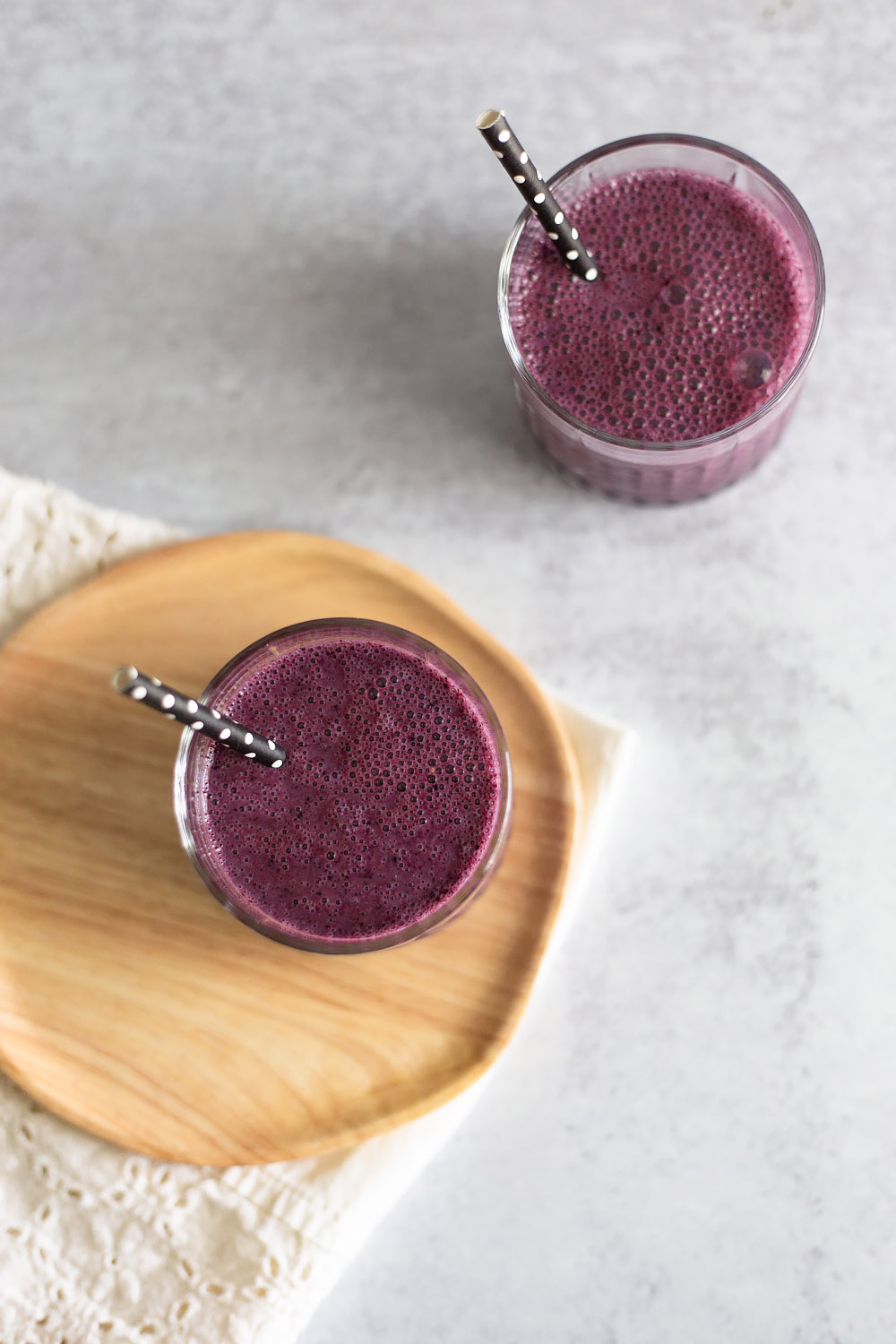 healthy blueberry oatmeal smoothie