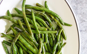 roasted green beans up close