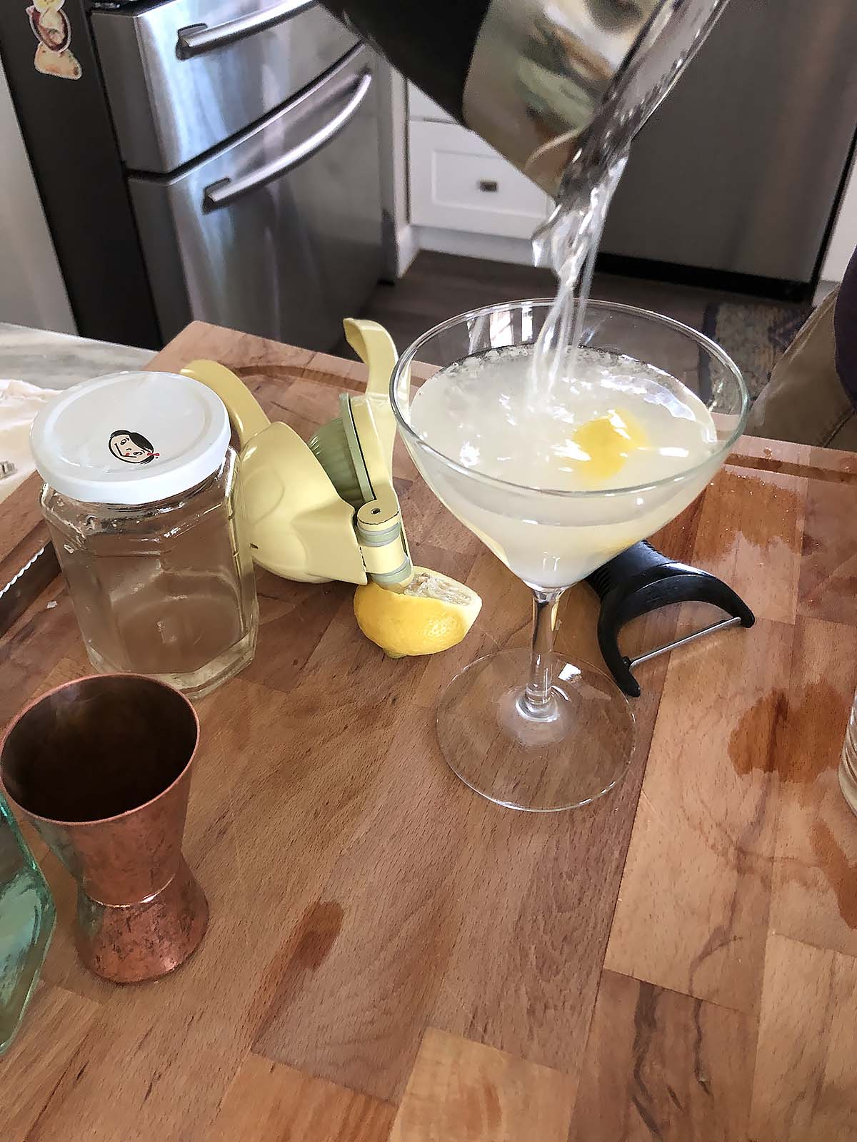 pouring a gin sour