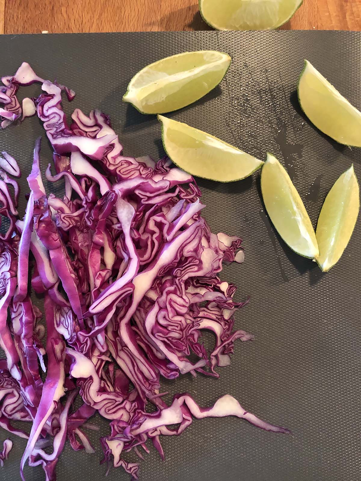 red cabbage and limes