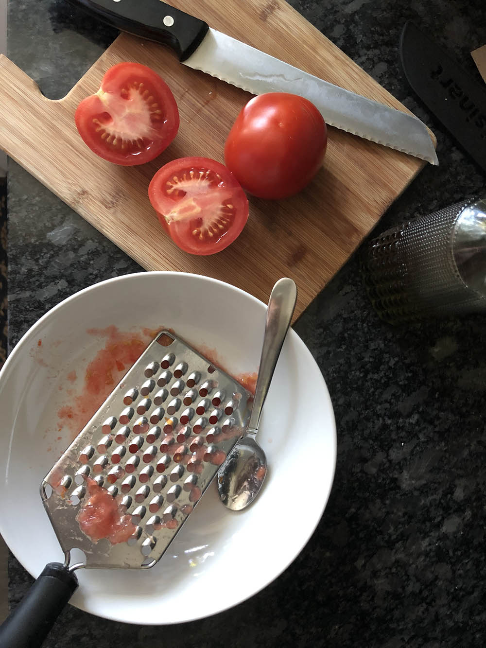 grating tomatoes for spanish tomato bread