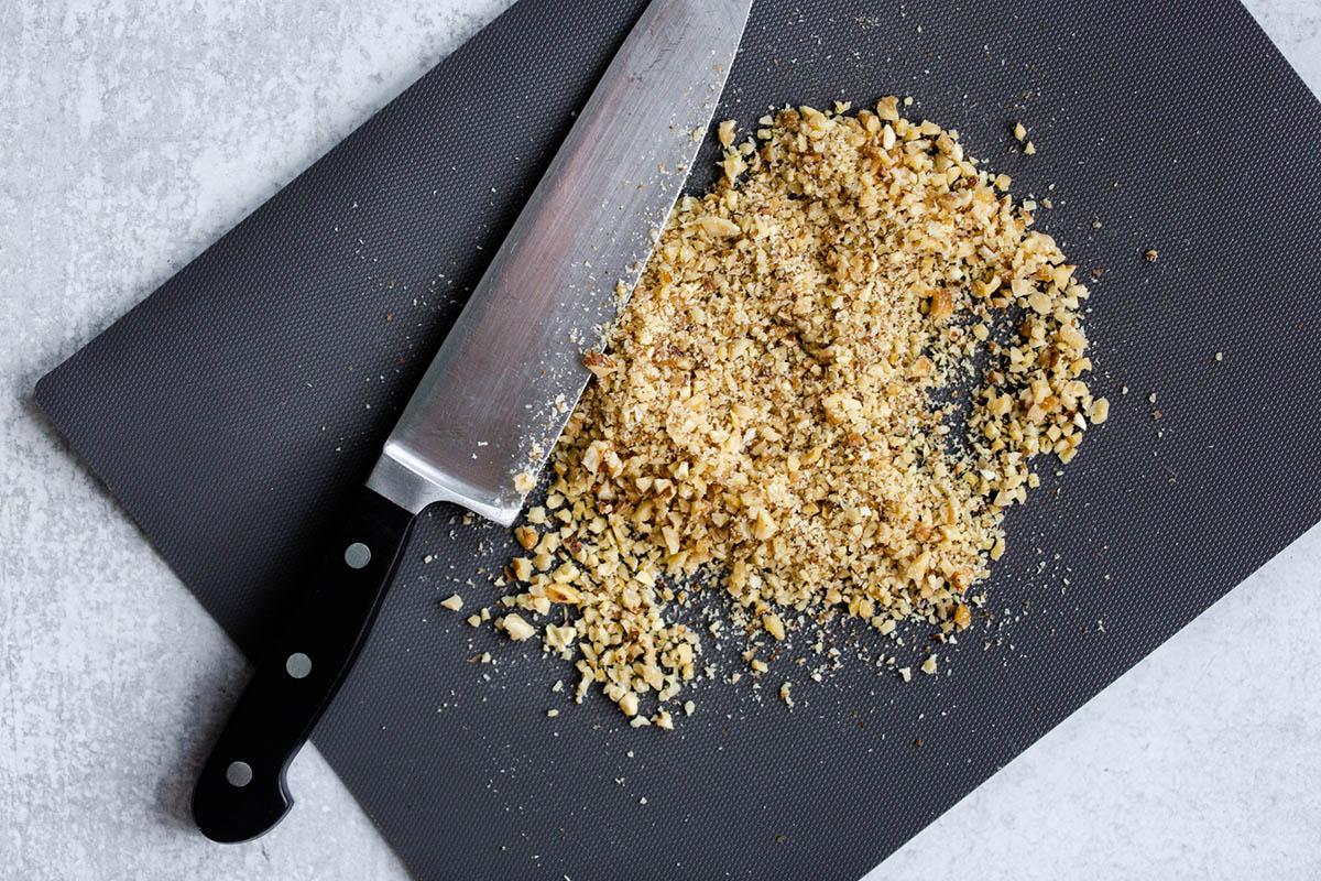 finely chopped walnuts