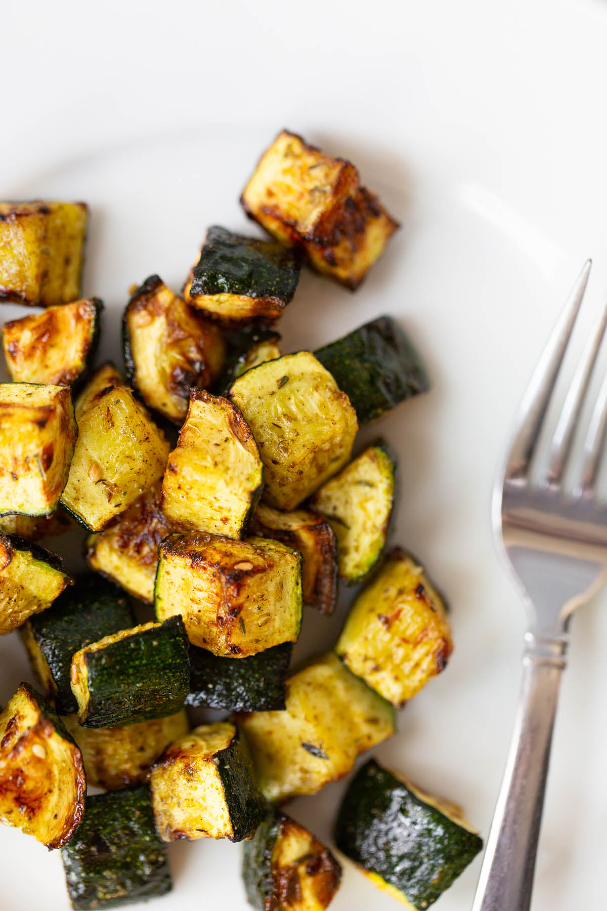 air fryer zucchini on a plate with zaatar seasoning