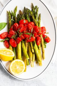 asparagus with tomatoes and lemon halves