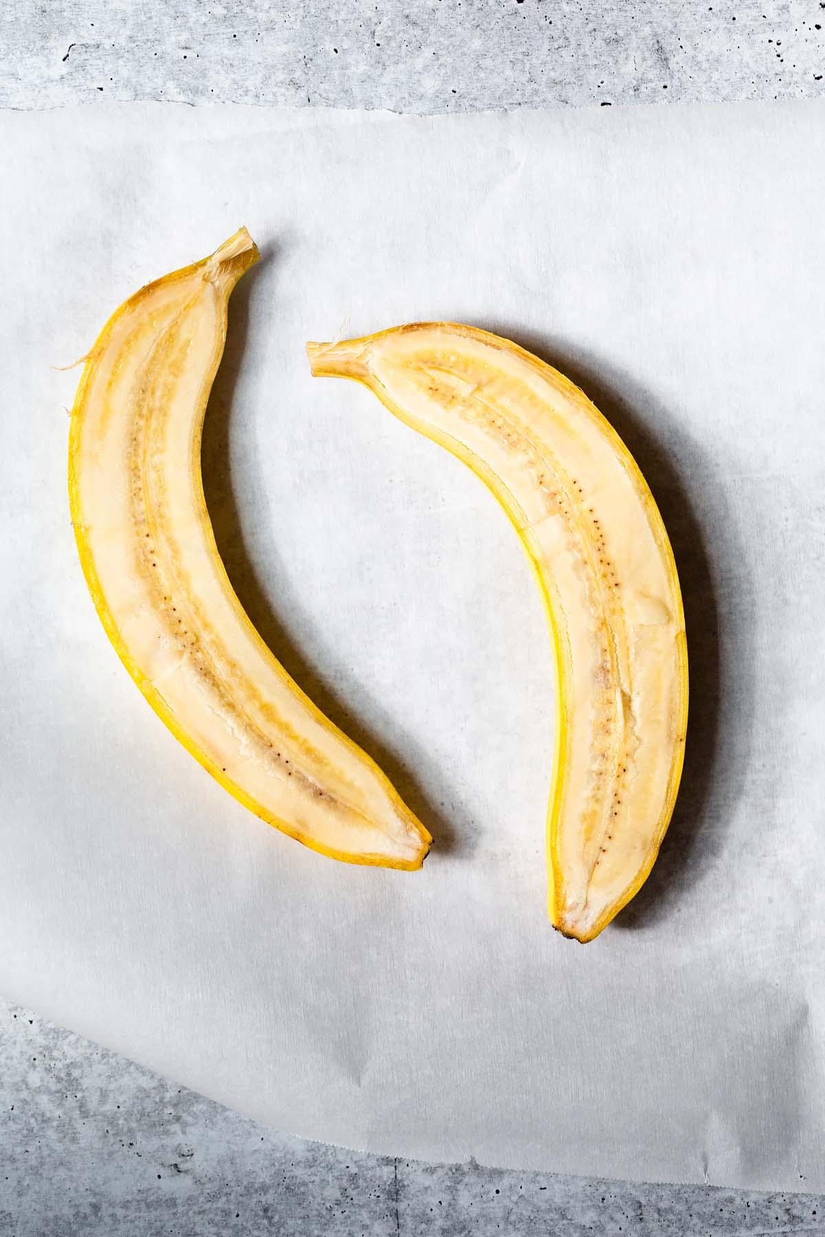 banana sliced in half lengthwise