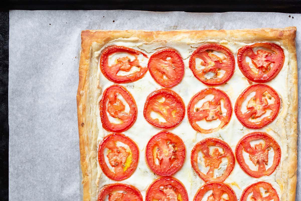 tomato puff pastry tart